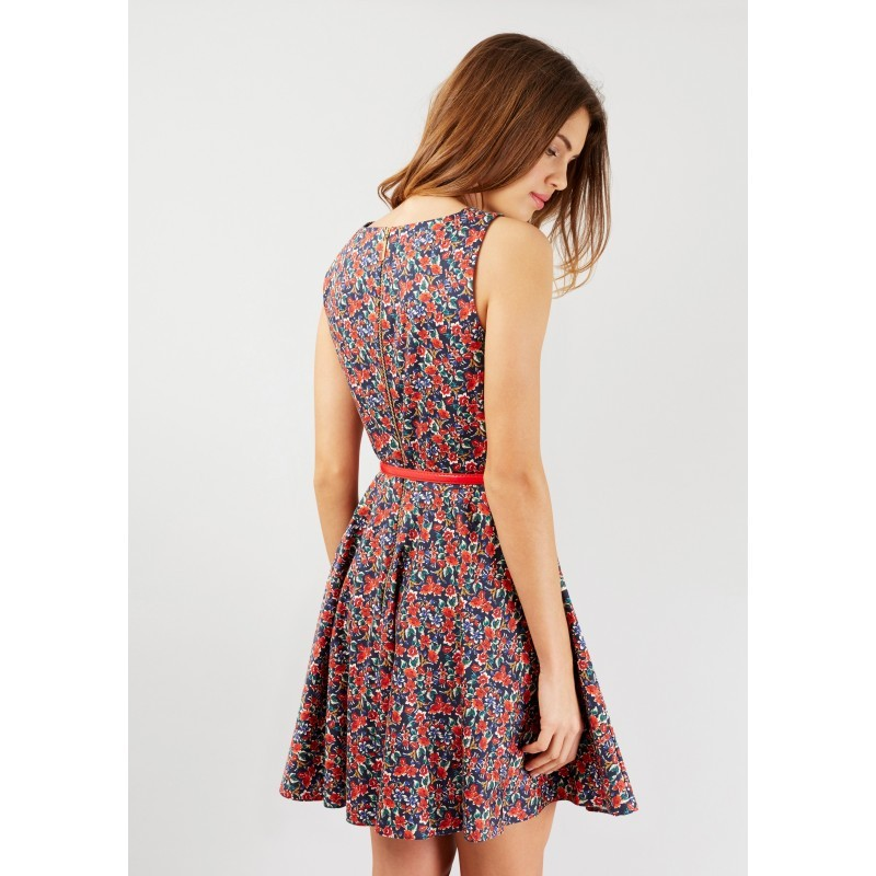 334a60754801 Dámské květinové šaty s červeným páskem Closet