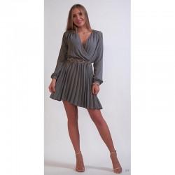 Šedé šifonové šaty s plisovanou sukní